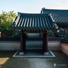 Gate to Wall (  ) (golbenge ()) Tags: wall gate palace changdeokgung