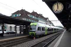 Bahnhof Thun : Lötschberger RABe 535 122 Bern -> Brig/Zweisimmen (Explored) (wrblokzijl) Tags: station train canon schweiz gare swiss eisenbahn zug bahnhof thun bern bls 1740 trainspotting brig trein spoorwegen switserland zwitserland 1740f4l lötschberger rabe535 lotschberger re3175 535122