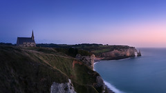 Red Cliff (Ral Podadera Sanz) Tags: cliff acantilado francia france etretat normandia normandy church hermita igjesia hermit sunset amanecer sunrise atardecer travel