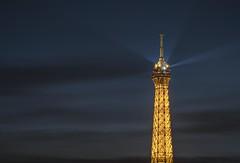 Keep an eye on you (aurlien.leroch) Tags: france paris night toureiffel eiffeltower bluehour cityscape nikon d7100 light gold or