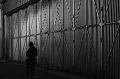 La Nuit Mtallique (suite) (Jean-Luc Lopoldi) Tags: poitou bw noiretblanc portemtallique nuit night photographe silhouette ruedserte