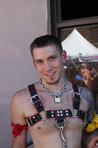CUTE BARE CHESTED PUP HUNK ! FOLSOM STREET FAIR 2016 ! ( safe photo )