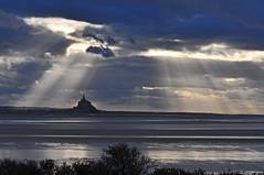 Mont Saint Michel magie (ceszij) Tags: france normandie francia normandia montsaintmichel baiedemontsaintmichel rayosdesol sunrays raggidisole paesaggio pointedugrouindusud panoramamagnifico