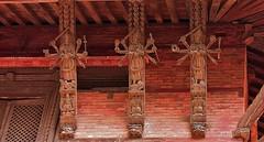 NEPAL, Kathmandu - unterwegs in der Altstadt, 15022/7657 (roba66) Tags: holz schnitzerei balkon reisen travel explore voyages urlaub visit roba66 nepal asien südasien asia city stadt capitol kathmandu durbarsquare building architektur architecture arquitetura kulturdenkmal monument haus house häuser bau fassade façade platz places historie history historic historical geschichte urban