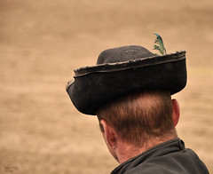 (viaggiaresiii) Tags: bokeh cappello nuca piuma dispalle camperos tagviaggia