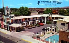 Travelodge Pocatello ID (Edge and corner wear) Tags: bear pool wall swimming vintage concrete hotel pc inn postcard parking lot motel screen lodge sleepy chrome motor block perforated