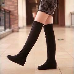 รองเท้าบูทยาว แฟชั่นเกาหลีพับได้ใส่สบาย นำเข้า ไซส์34ถึง39 พรีออเดอร์RB2201 ราคา1750บาท  รหัสสินค้า : RB2201  ขนาด : 34-39  วัสดุ : Suede  สี : ดำ/น้ำตาล/แดง/เทา  ส้นสูง : 2 ซม. หน้าเท้าสูง 1 ซม. บูทยาว 55 รอบน่อง 35 ซม.  โทรสั่งของกับ พี่โน๊ต/พี่เจี๊ยบ :