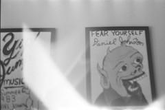 DANIEL (iugmoura) Tags: pentax k1000 film filme analog analógica 50mm 35mm 135 35 porto alegre portoalegre brasil brazil shootfilm filmisnotdead blackwhite bw black white pretobranco pb preto branco negative negativo grain gray cinza fuji fujifilm neopan iso400 iso 400 professional pro pr daniel johnston fear yourself yip jumping music