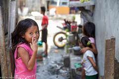 Welcome to my place (Miro May) Tags: asia asien cebu cebucity slum street streetphotography girl child children childhood philippinen philippines cut smile smiling sweet