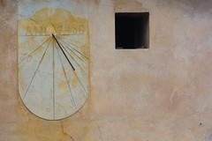 "Montalé. Rellotge de sol. ""Año 1930"" (Ramon Oromí Farré [calBenido]) Tags: lafuliola catalunya espaã±a es ivarsdurgell montalé rellotgedesol relojdesol fecha data 1930 date any año year sundial rellotge reloj clock pladurgell planadurgell planadelleida provinciadelleida lleida catalonia catalogne cataluña decay abandonat abandonado esquerda grieta crack finestra ventana window europa europe d7100 nikon tamron hiking caminant caminando pelscamins groc amarillo yellow ipac27925 ipac 27925 wall paret pared patrimoni patrimonio arquitectura montaler gnomònica gnomonic decaigut decaido degradat degradado october octubre history historia abandoned temps tiempo time decaïment"