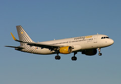 EC-MAI A.320 Vueling (Ayrshire Aviation Images) Tags: airbus a320 vueling aircraft airplane aviation prestwickairport