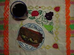 Quesadilla con pollo, de maz azul, quebrado y nixtamalizado; y jugo de manzana. (Xic Eseyosoyese (Juan Antonio)) Tags: quesadilla masa de frita pollo guisado plato maz vaso azul cristal sazn quebrado y cocina nixtamalizado artesanal jugo sabor manzana tortilla doblada lechuga queso rayado canon powershot sx170is gastronoma mexicana servilletas tejidas mano mxico sin salsa
