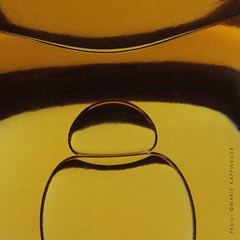The spirit of Single malt (Marie Kappweiler) Tags: macro whiskey whisky singlemalt bubble blase bulle yellow gelb jaune ocre orange