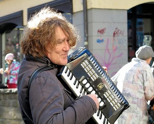 Tübinger Akkordeonspieler   /   Tübingen accordion player