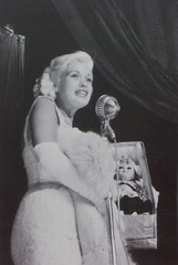 Jayne Mansfield in het City Theater (poedievanlaar) Tags: jayne mansfield amsterdam volendam costume fashion dutch netherlands holland actress old hollywood sex symbol nederland movie star 1957 clog klomp city theater bioscoop volendamse pop kiss them for me cadeau gift film premiére