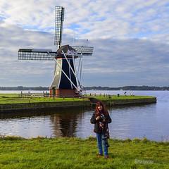 Yo - Me (Pilar Azaa Taln ) Tags: windmill europa holanda groningen select drenthe molinodeviento pasesbajos paterswoldermeer eelderwolde groninga pilarazaataln copyrightpilarazaataln
