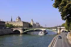 Bateaux-Mouches (oxfordblues84) Tags: bridge paris france seine river europe arch bateauxmouches ledelacit seineriver archbridge riverboatcruise rightbank fourtharrondissement pontnotredame lunchcruise roadscholar roadscholartour louisjeanrsal