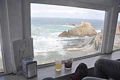 "un descanso en  ""La Arna"" take a rest (L C L) Tags: bear blue sea espaa beach window azul ventana glasses mar october cerveza playa octubre cantabria vasos 2014 lcl marcantbrico costaquebrada nikond90 laarna loretocantero resatauranteelcazurro"