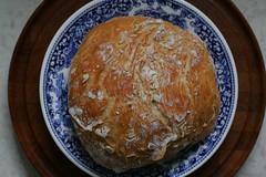 Brot_aus_der_Cocotte_MG_9064_medium (encyclopaedia) Tags: new wood york bread video mark indoor times nytimes slowfood holz rund brot cocotte kochtopf lebensmittel bittman foodfotografie kulinarik