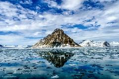 Luciakammen (Hoppy1951) Tags: seascape reflection norway wow landscape no svalbard arctic explore spitsbergen naturesfinest hornsund burgerbukta luciakammen