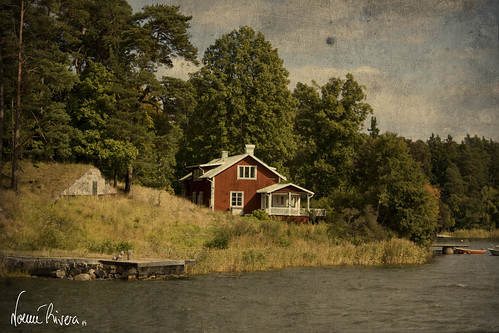 "Lonely house at the archipelago • <a style=""font-size:0.8em;"" href=""http://www.flickr.com/photos/27947532@N07/15365132937/"" target=""_blank"">View on Flickr</a>"