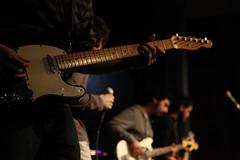 V (El Tonchi) Tags: music white black amigos blanco canon gente bajo guitarra negro bn musica bateria violeta temuco restos guitarras tonchi 5dmarkii
