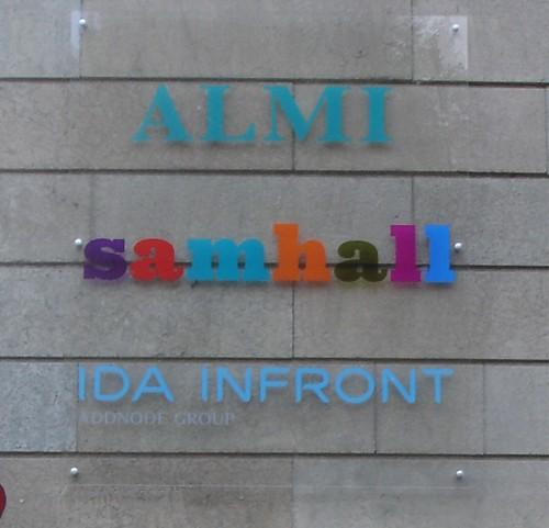 Almi_Samhall_IdaInfront_akrylskylt