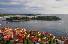 Rovinj from Saint Euphemia's (ccr_358) Tags: houses light sea summer panorama seascape tower church water landscape coast seaside nikon scenery day mare torre estate view rooftops basilica postcard tetti croatia august aerial case belltower roofs chiesa campanile agosto balkans lookingdown polarizer acqua oldtown croazia rovigno rovinj luce adriatic cartolina starigrad adriaticsea istria adriatico hrvatska centrostorico 2014 cittvecchia santeufemia balcani republikahrvatska istrianpeninsula polarizzatore republicofcroatia historiccentre maradriatico d5000 istarska sainteuphemiaschurch rovignodistria ccr358 gradrovinj nikond5000 repubblicadicroazia sainteuphemiasbasilica chiesadisanteufemia cittdirovigno cityofrovinj sainteuphemias