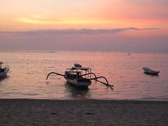 """Coucher de soleil sur bateau traditionnel <a style=""""margin-left:10px; font-size:0.8em;"""" href=""""http://www.flickr.com/photos/83080376@N03/15624585585/"""" target=""""_blank"""">@flickr</a>"""