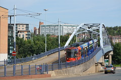 Super Tram 117 to Cathedral Tram Stop, Sheffield, South Yorkshire (westport 1946) Tags: england architecture unitedkingdom sheffield streetphotography architektur stagecoach 117 supertram southyorkshire commericialstreet sypte sheffieldstreets parksquareroundabout tram117 lightrailtram