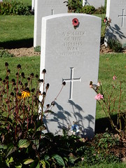 A soldier of the 1939-1945 War, 6th June 1944, Known unto God (Beth M527) Tags: 2016 france bayeux bassenormandie lowernormandy cemetaries
