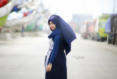 Look back   #model #modelling #hijab #portrait #moslem #nikond7000 #sigma50150f28 #beauty #cute #smile #outdoor # (Kelink Photography) Tags: sigma50150f28 model outdoor nikond7000 beauty modelling smile cute hijab portrait moslem