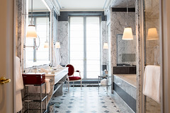 La-Reserve-Paris-Suite-Bathroom-4