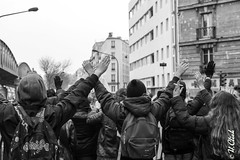Victory ? (Hermann.Click) Tags: demonstration manifestation refugees rfugis migrants monochrome paris solidarit lucha immigrants street rue conflit conflict social lutte