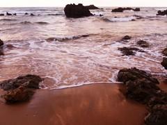 ; (nereacereza) Tags: cantabria rocas mar orilla playa horizonte agua arena liencres paisaje color momentos bonito azul rojo atardecer