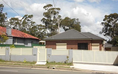 4 The Horsley Dr, Carramar NSW 2163