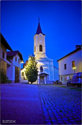Nußdorf am Attersee - Abends an der Kirche