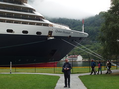 Philip and the Queen Elizabeth Moored in Flåm (Phil Masters) Tags: 25thjuly july2016 norwayholiday norway flåm flam philip sognefjord sognefjorden thesognefjord thesognefjorden shipsandboats queenelizabeth cruiseliner
