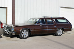brown classic car wagon 1974 plymouth 70s stationwagon granfury