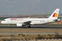 Iberia Express Airbus A320-214, EC-LUD. (Trevor Mulkerrins) Tags: airbus express iberia 1067 a320214 eclud
