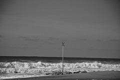 montalivet (Cilcgaillard) Tags: bw france canon flickr sable nb medoc vague plage ocan aquitaine gironde montalivet cecilegaillard cilcgaillard