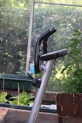 Snelle . . . (willem_huwae) Tags: museum canon groen gras centrum limburg fiets kas boerderij nuth 50d activiteiten schimmert img9750 willemhuwae