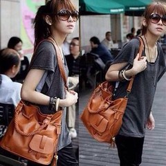 กระเป๋าสะพาย แฟชั่นเกาหลีหูสานถักสวยเก๋ นำเข้า สีน้ำตาล - พร้อมส่งIS178 ราคา725บาท กระเป๋าสะพาย สวยแบบ Classic Bag หูกระเป๋าสานแบบถักเปียไม่เหมือนใคร เป็นโทนกระเป๋าสีน้ำตาลเก๋ดูดีใช้ได้สวยเก๋เหมาะกับทุกวันและทุกวัย  ขนาด : 32*32*18 ซม. โทรสั่งของกับ พี่โน