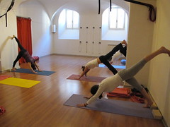 Eka Pada Adho Mukha Svanasana (Scuola Yoga Camerino) Tags: eka adho mukha pada svanasana