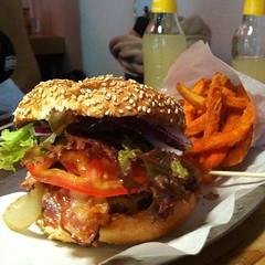 Dica de hambúrguer e bata doce frita: Schiller Burger #berlin #travel #errante
