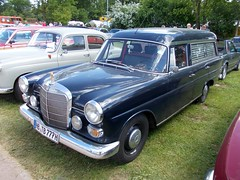 Mercedes-Benz W110 Bestatter (Zappadong) Tags: auto classic car automobile voiture coche mercedesbenz classics oldtimer oldie hearse carshow flosse 2014 youngtimer automobil bockhorn w111 leiche leichenwagen bestatter heckflosse oldtimertreffen zappadong