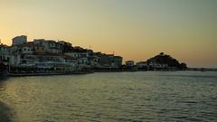 The sun is setting (Steenjep) Tags: samos holiday ferie greece grkenland kokkari sun sunset solnedgang havn harbour homes restaurant light shadow