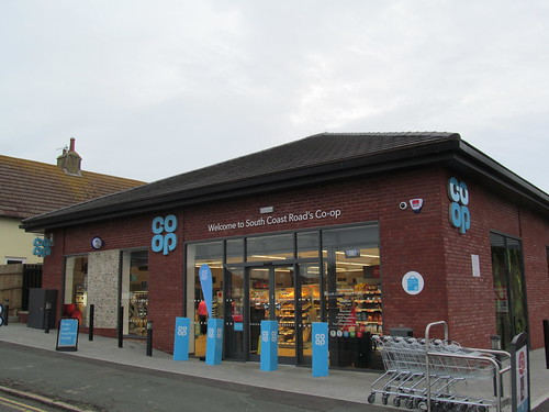 PEACEHAVEN, SOUTH COAST ROAD {tCG} (Unit 1, 165 South Coast Road, Peacehaven, Sussex BN10 8NP) {coop} Nov16