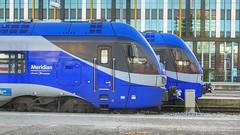Gruppenbild mit Meridian in München Hbf 😉 (holzi1156) Tags: bahnhof münchen meridian train eisenbahn zug instagramapp square squareformat iphoneography