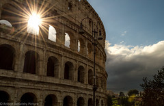 The eternal city (Robert Benatzky Picture) Tags: coliseum kolosseum rom rome sun sonne sonnnenstrahlen sunshine architektur italien italy clouds wolken